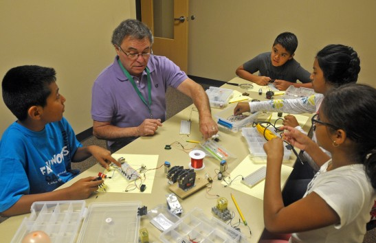 Gregg Hillesheim introduces students to basic electronics during the Puente Summer Program.